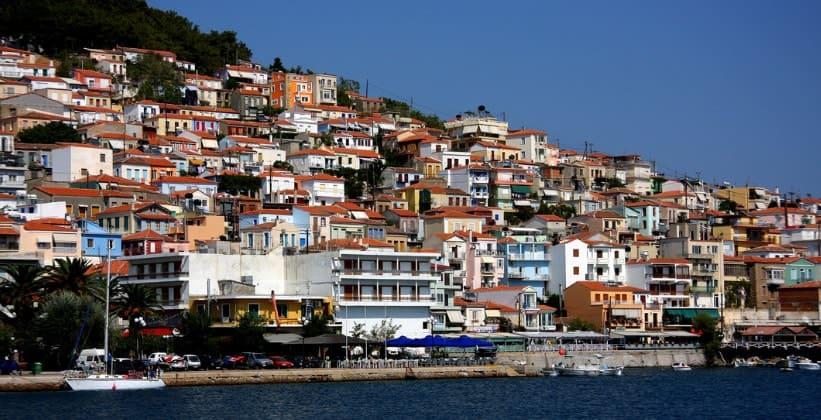 Городок Пломари на острове Лесбос (Греция)