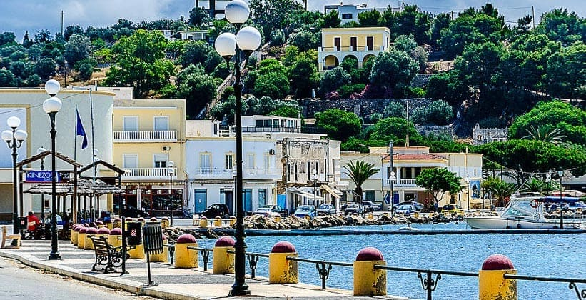 Город-порт Лакки на острове Лерос (Греция)