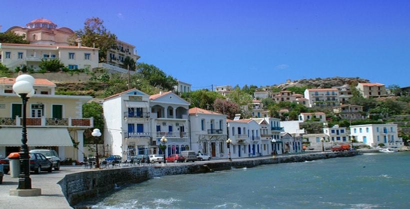 Набережная города Арменистис (Греция)