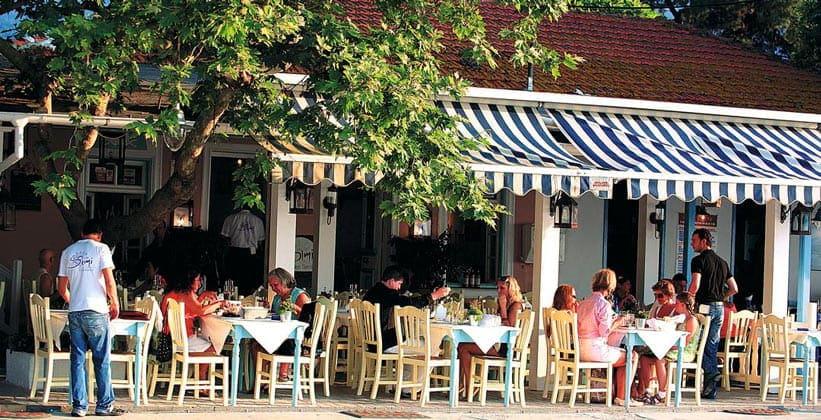 Классическое кафе в городе Лименас