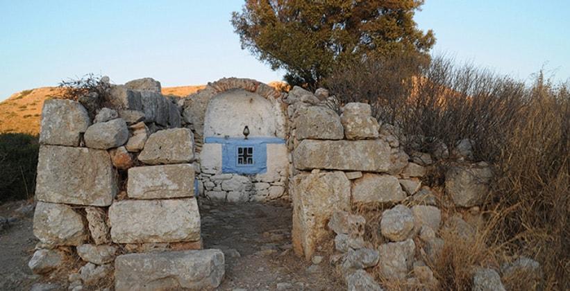Руины храма Артемиды на острове Лерос (Греция)