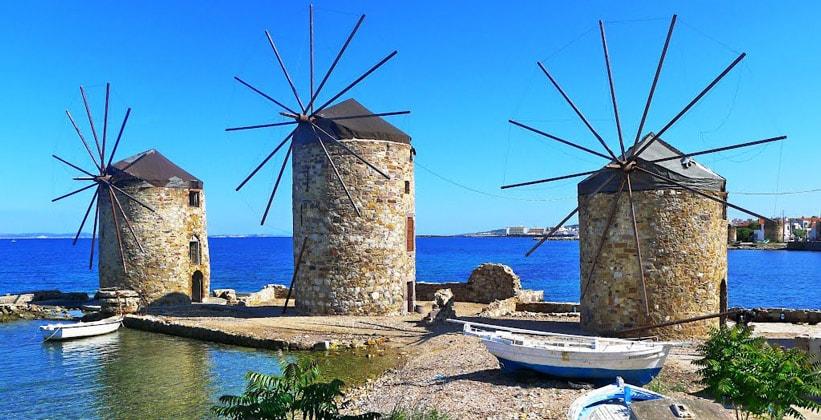 Ветряные мельницы в городе Хиос (Греция)