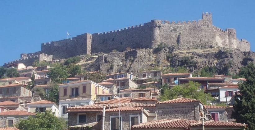 Средневековая крепость в городе Митимна (Греция)