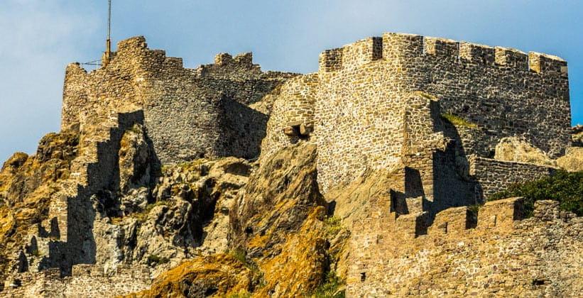 Руины замка Мирины на острове Лемнос