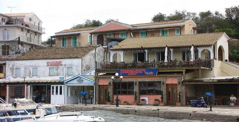 Деревня Кассиопи на острове Корфу
