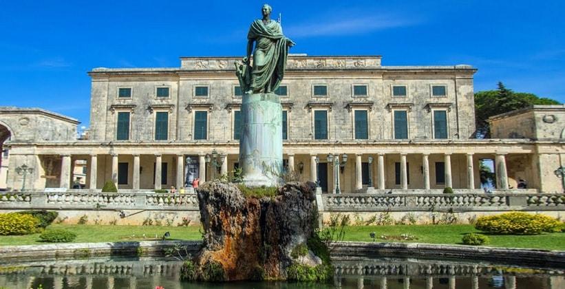 Дворец Святых Михаила и Георгия в городе Керкира (Греция)
