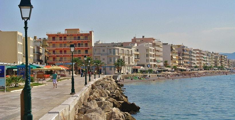 Портовый городок Лутраки на острове Скопелос