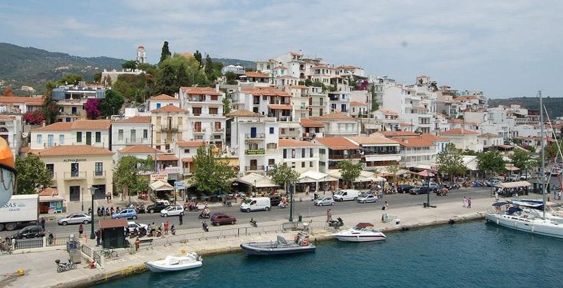 Город Скиатос в Греции