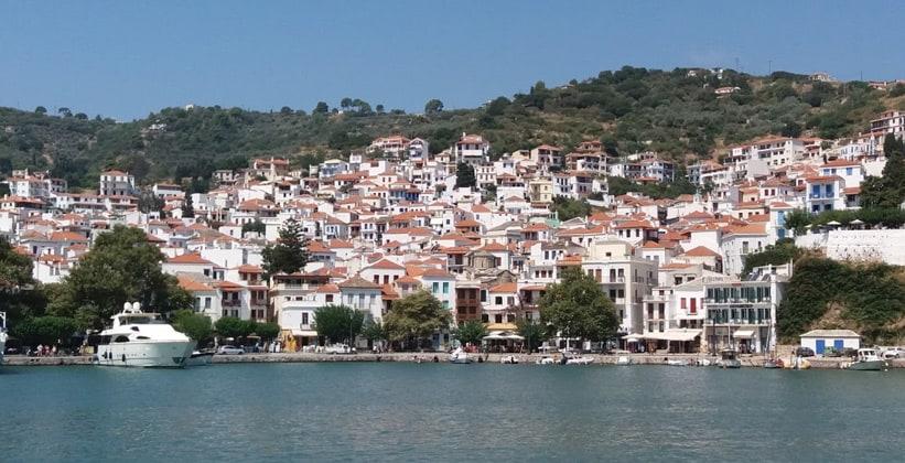 Город Скопелос в Греции