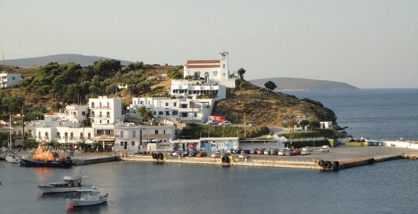 Город-порт Линарья на острове Скирос
