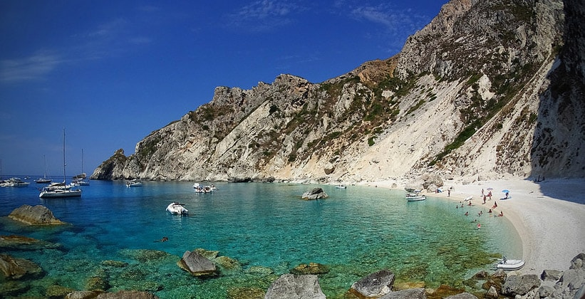 Остров-спутник Отони в Греции