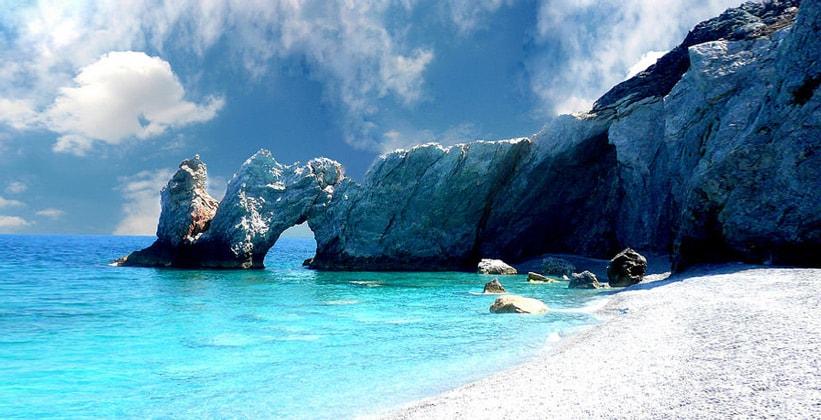 Пляж Lalaria на острове Скиатос