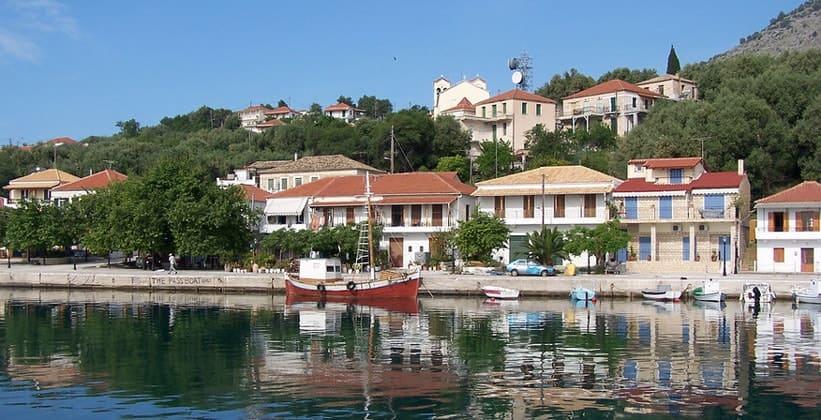 Деревня Kalamos на острове Лефкада (Греция)