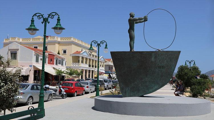 Экстравагантный памятник на острове Кефалония