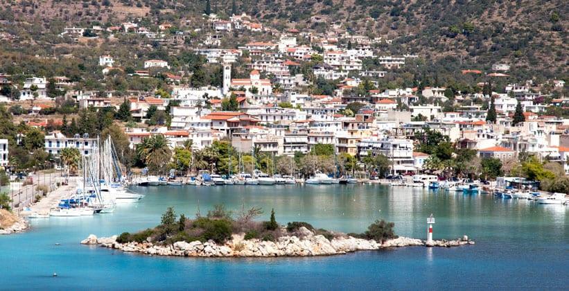 Курортный городок Метана в Греции