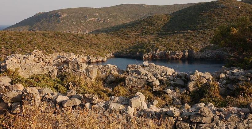 Руины античного города Заракас в Греции