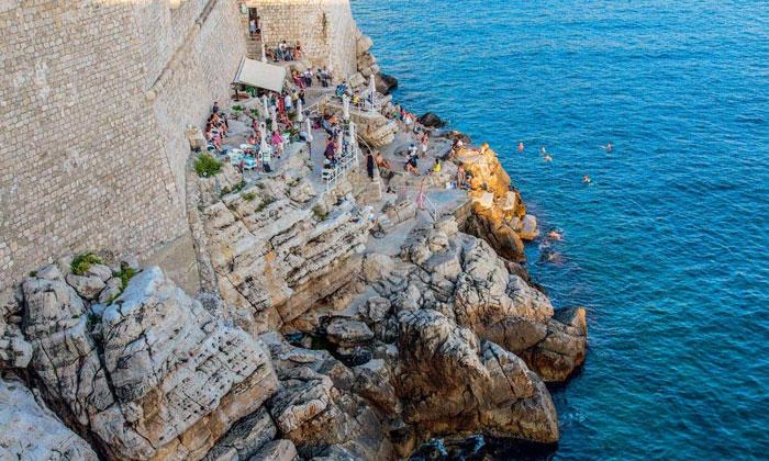 Бар «Buza» в Дубровнике
