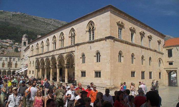 Княжий двор в Дубровнике
