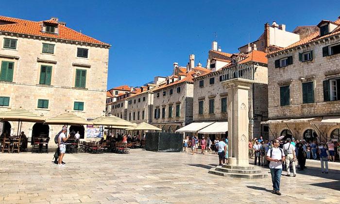 Площадь Ложа в Дубровнике
