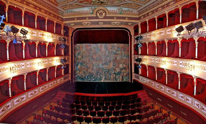 Театр Марина Држича в Дубровнике