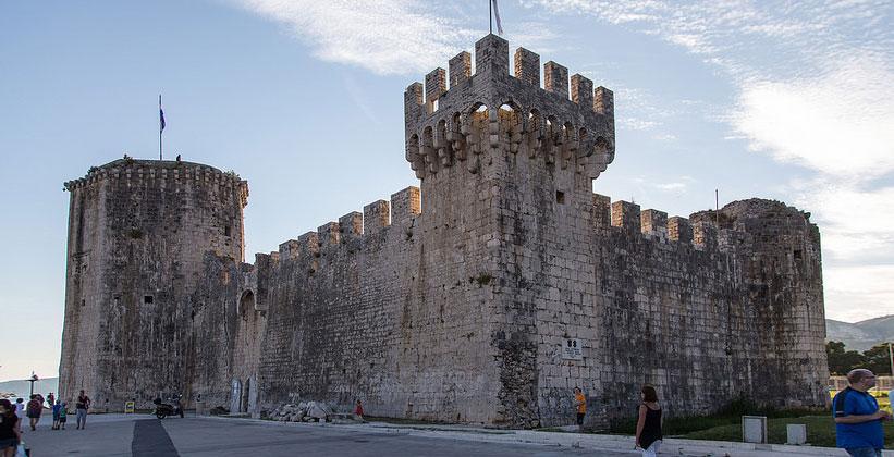 Крепость Камерленго в городе Трогир (Далмация, Хорватия)