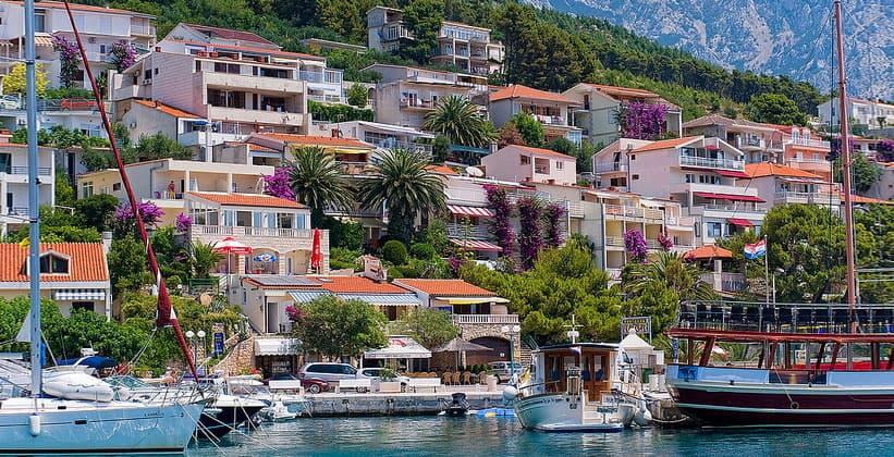 Курортный посёлок Брела в Далмации (Хорватия)