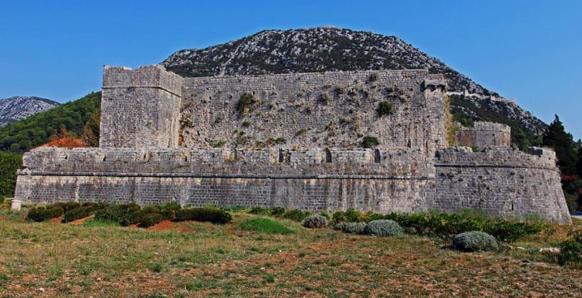 Старая крепость Стона (Хорватия)
