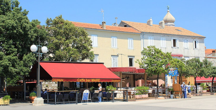 Кафе-бар Mare в городе Крк (Хорватия)
