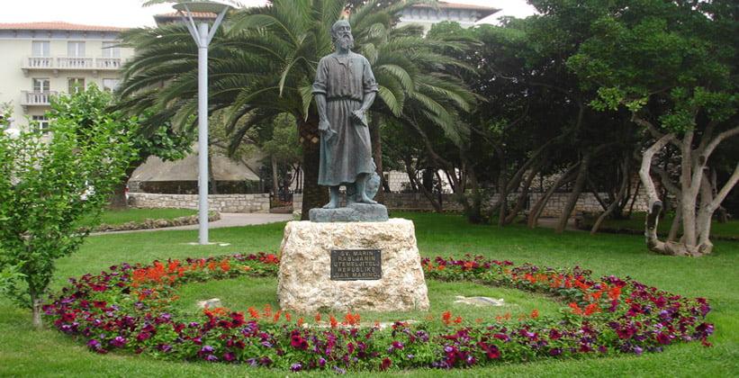 Статуя Сан Марино в городе Раб (Хорватия)