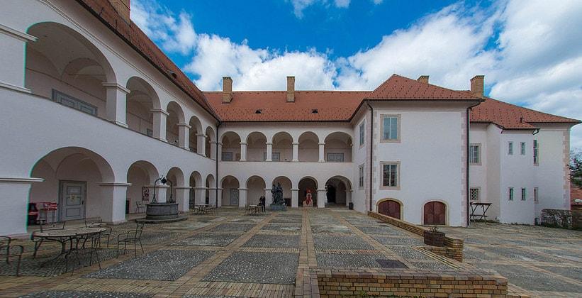 Дворец Оршич в Хорватии (окрестности деревни Горня-Стубица)