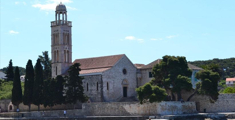 Францисканский монастырь в городе Хвар (Хорватия)
