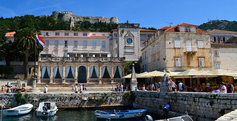 Старый город и замок Хвара (Хорватия)