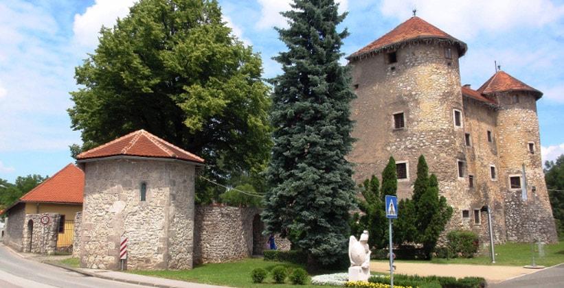 Франкопанский замок в городе Огулин (Хорватия)