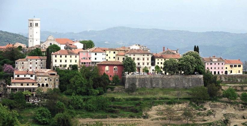 Деревня Опрталь в Хорватии