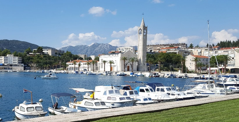 Портовый городок Плоче в Хорватии