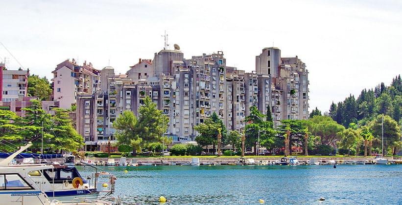 Жилые дома в городке Плоче
