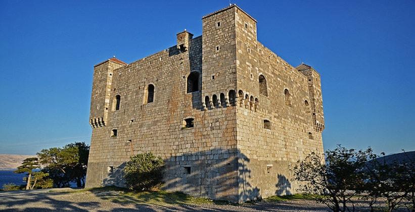 Крепость Нехай в городе Сень (Хорватия)