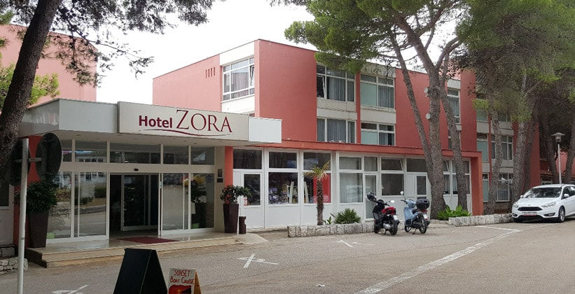Отель Zora в городе Примоштен