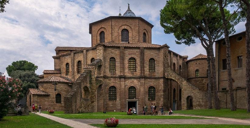 Базилика Сан-Витале в Равенне (Италия)