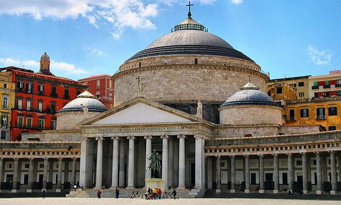 Церковь Франциска Паоланского в Неаполе