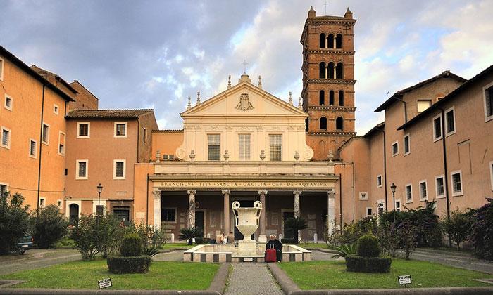 Церковь Санта-Чечилия ин Трастевере в Риме