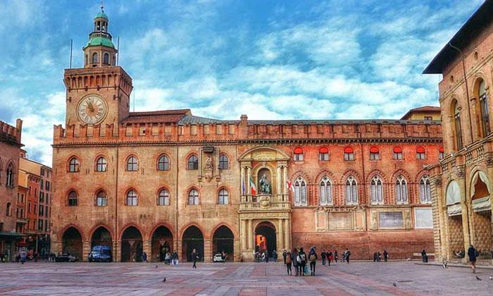 Дворец Комунале в Болонье