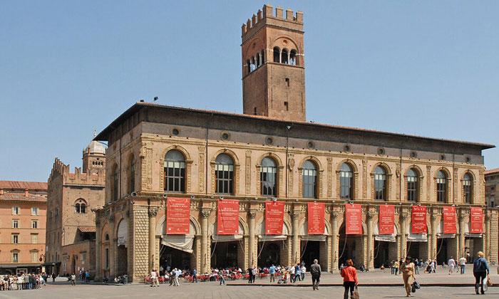 Дворец Подеста в Болонье