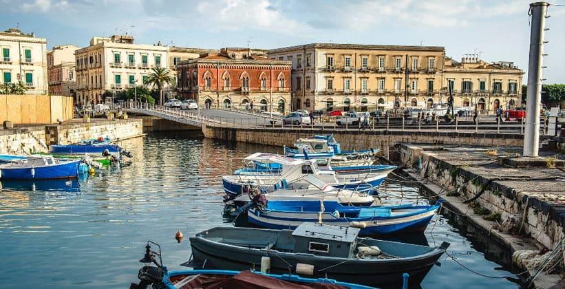 Город Сиракуза в Италии