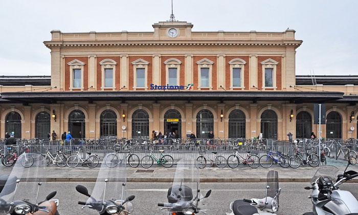 Железнодорожный вокзал Пармы