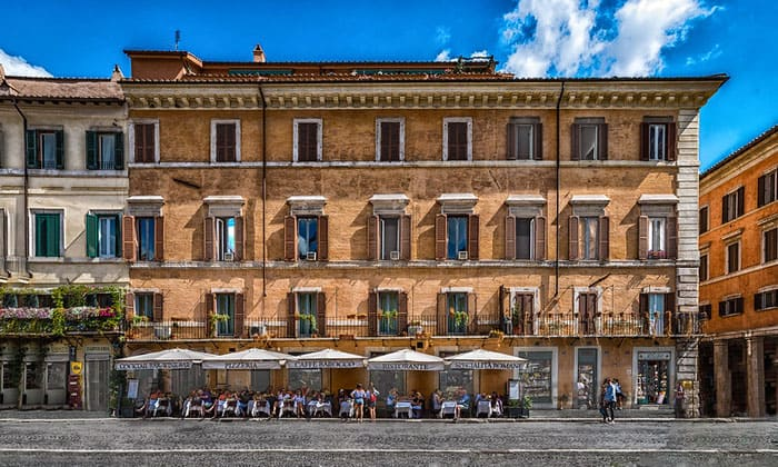 Уличное кафе Barocco в Риме