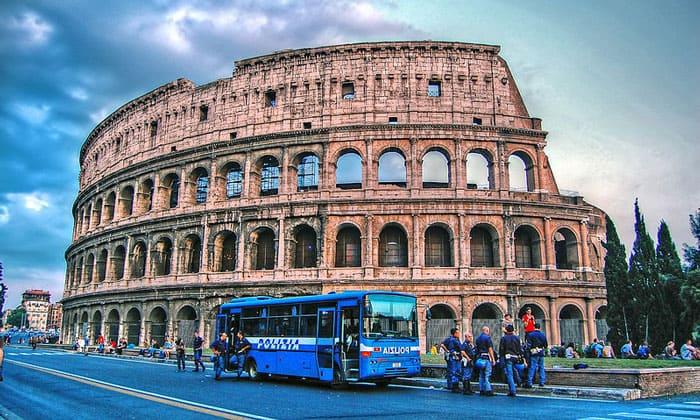 Колизей (амфитеатр Флавиев) в Риме