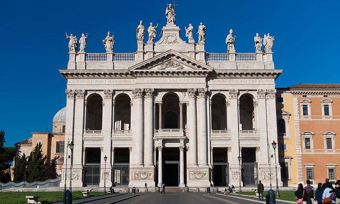 Базилика Сан-Джованни ин Латерано в Риме