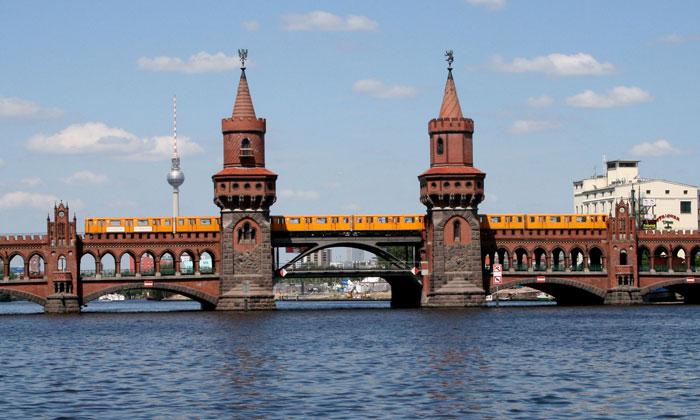 Метро Берлина (мост Обербаумбрюкке)