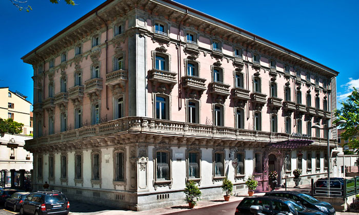 Отель Chateau Monfort в Милане